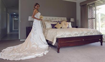 Pykes Creek Estate, Myrniong, Bridal Suite with bride